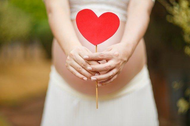Kobieta w ciąży i serce
